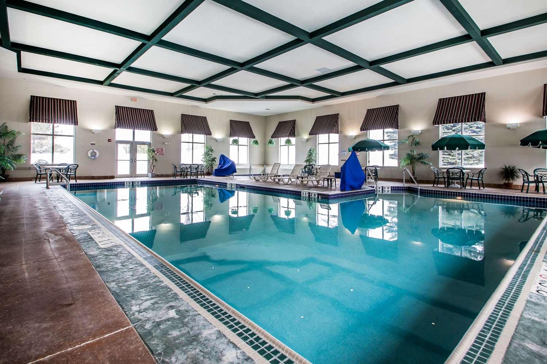 Pool - Comfort Suites Madison