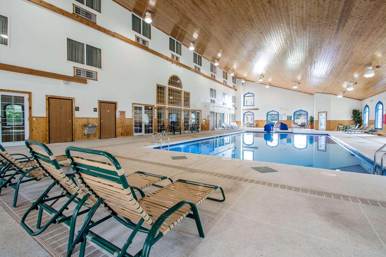 Pool - Comfort Suites Portage