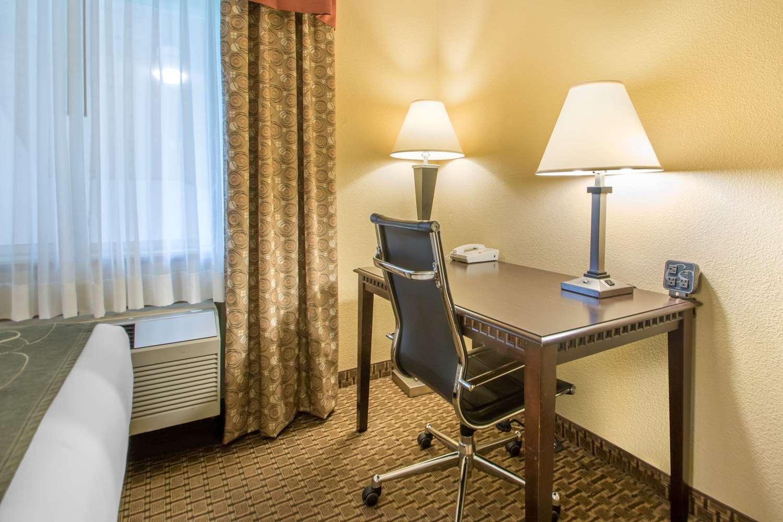 Suite - Comfort Suites Portage