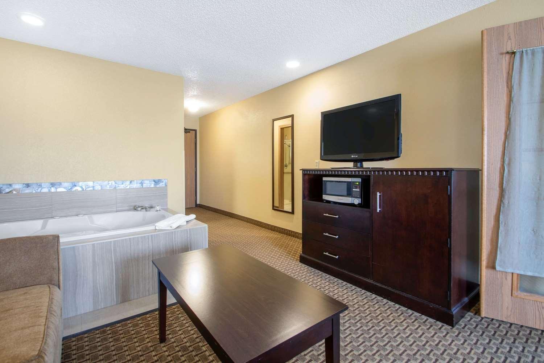 Room - Comfort Suites Portage