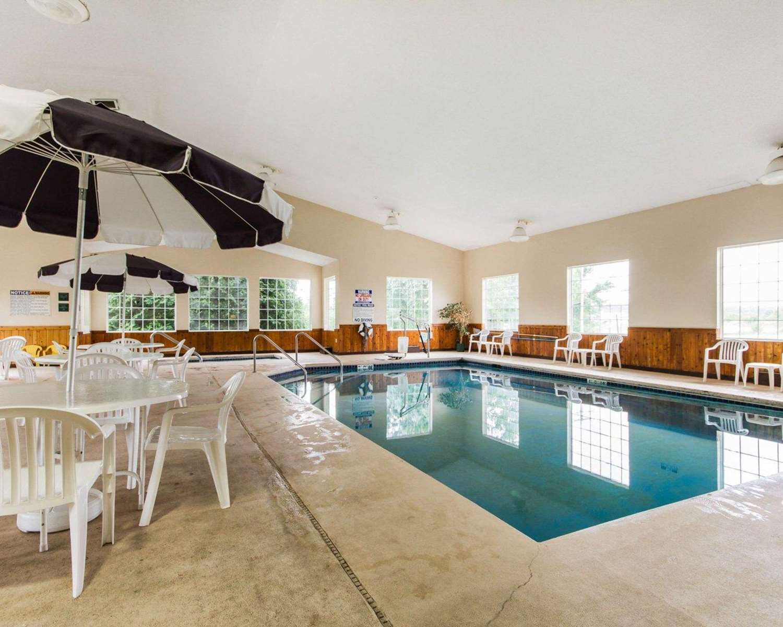 Pool - Quality Inn Edgerton