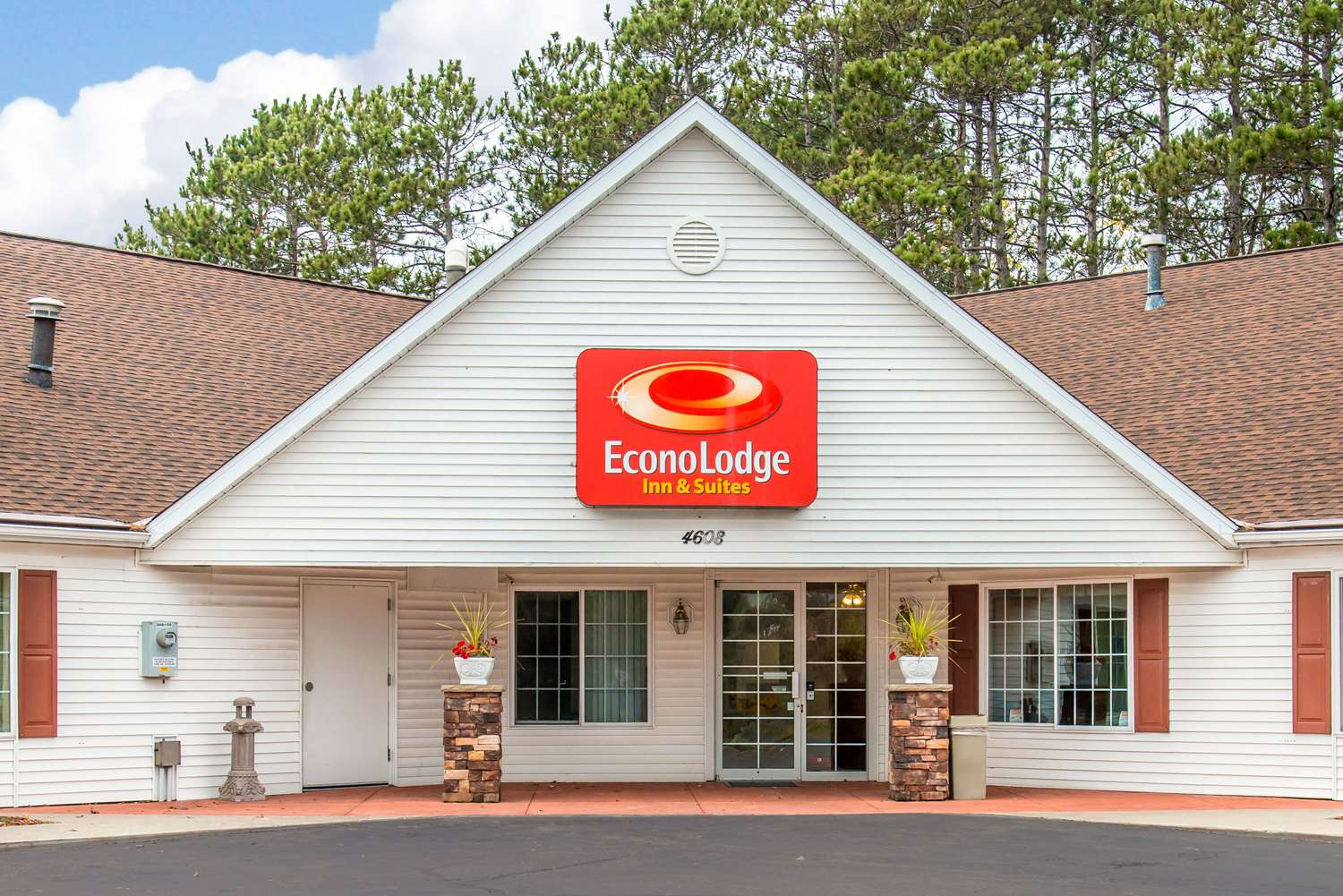 Exterior view - Econo Lodge Inn & Suites Eau Claire