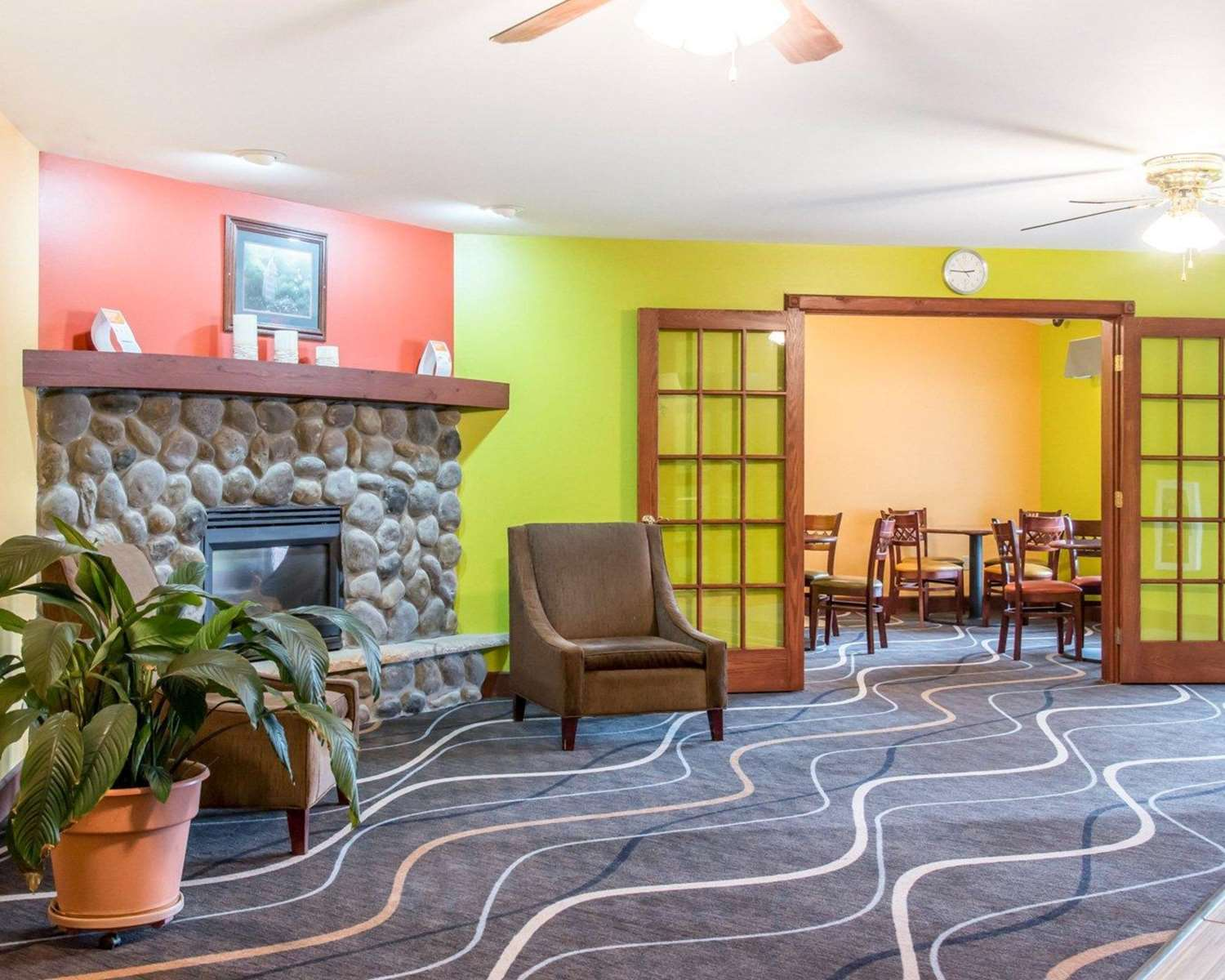 Lobby - Econo Lodge Inn & Suites Eau Claire