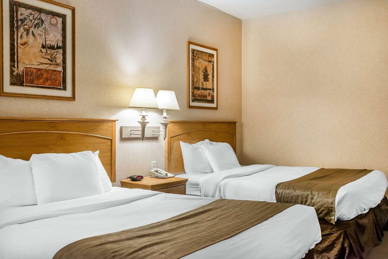 Room - Rodeway Inn & Suites Tomahawk