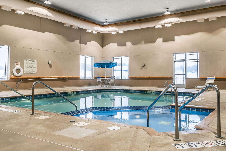 Pool - Rodeway Inn & Suites Tomahawk