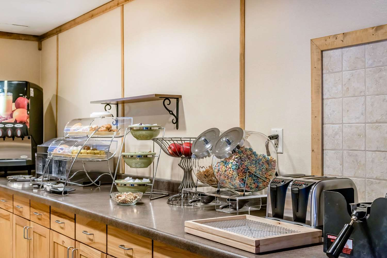 Restaurant - Rodeway Inn & Suites Tomahawk