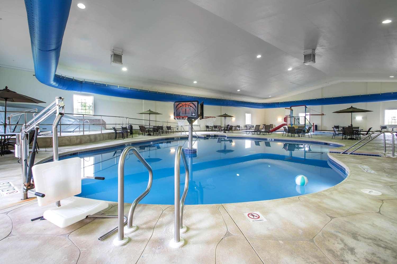 Pool - Comfort Suites Johnson Creek