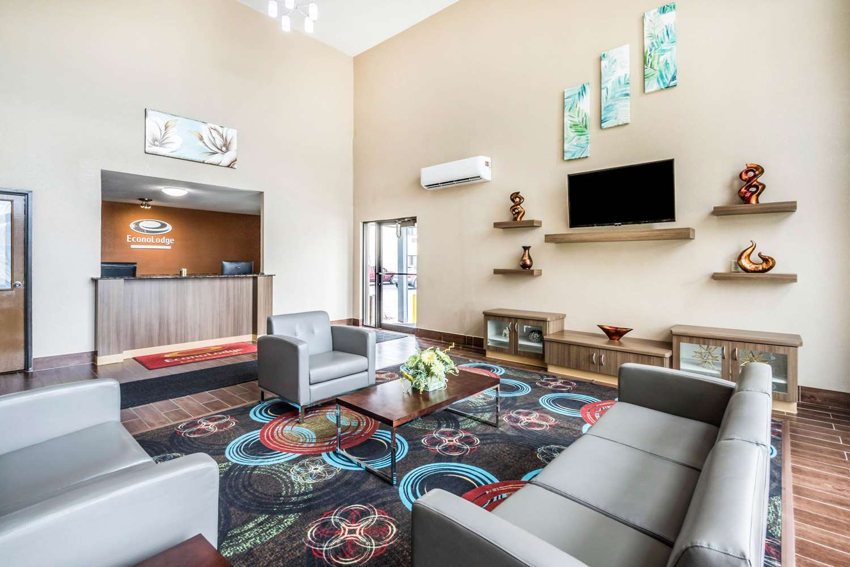 Lobby - Econo Lodge La Crosse