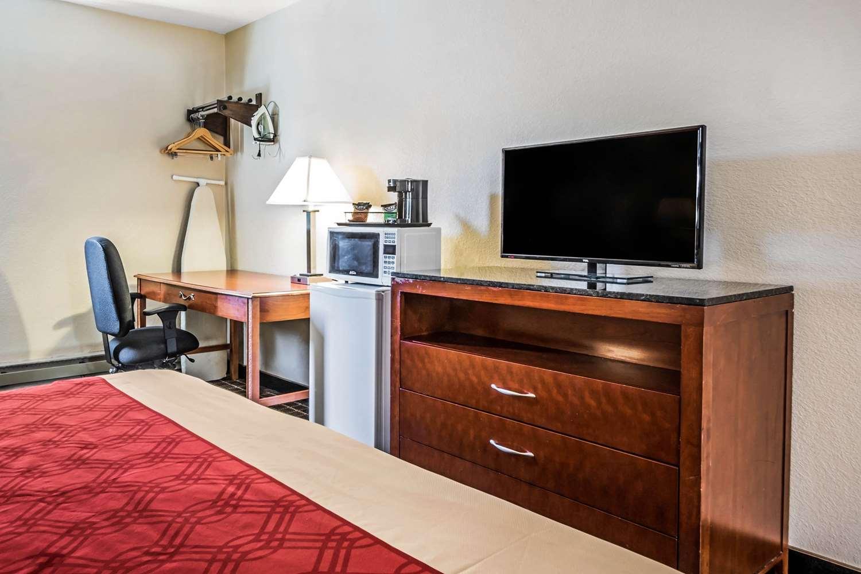 Room - Econo Lodge La Crosse