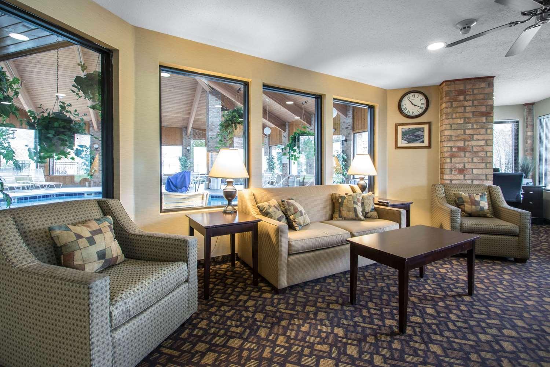 Lobby - Quality Inn & Suites Sun Prairie