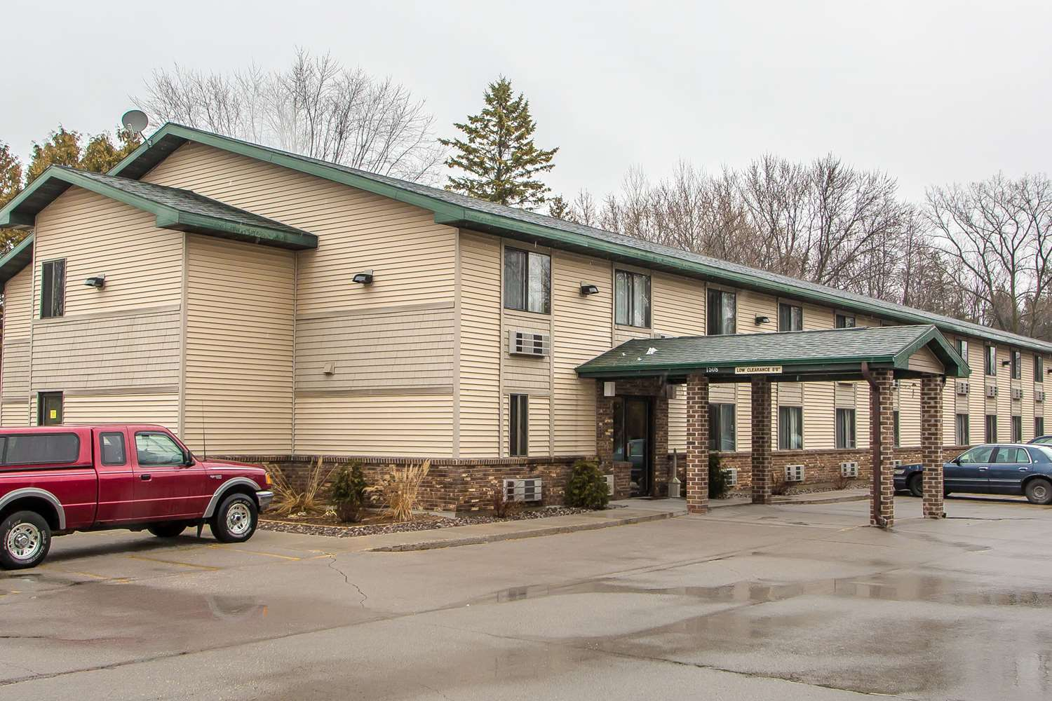 Exterior view - Quality Inn & Suites Marinette