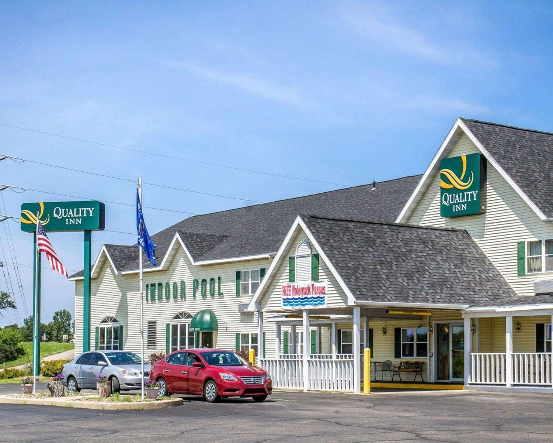 Exterior view - Quality Inn Mauston