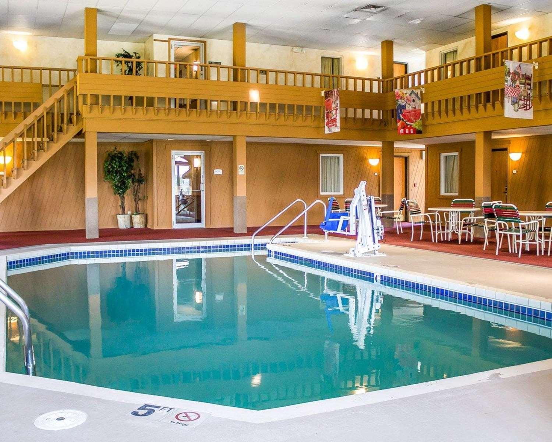 Pool - Quality Inn Mauston
