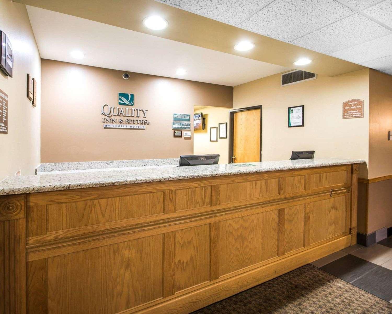 Lobby - Quality Inn Mauston