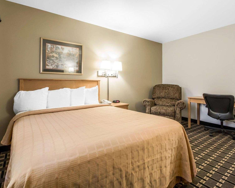 Room - Quality Inn Mauston
