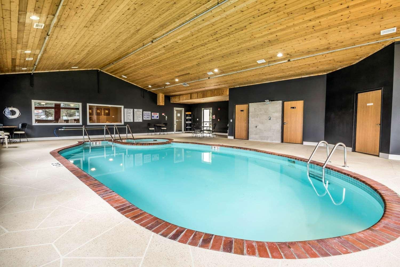 Pool Econo Lodge Redgranite