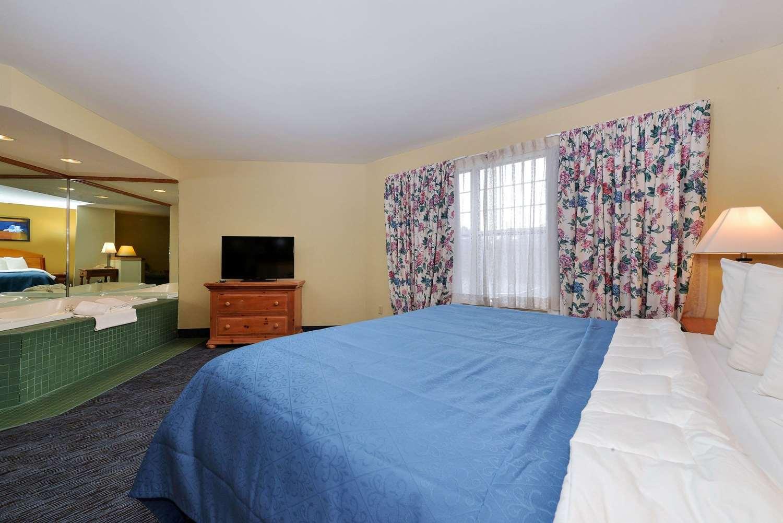 Room - Quality Inn & Suites Shawano