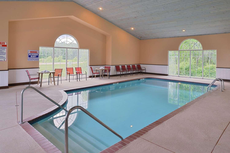 Pool - Quality Inn & Suites Shawano