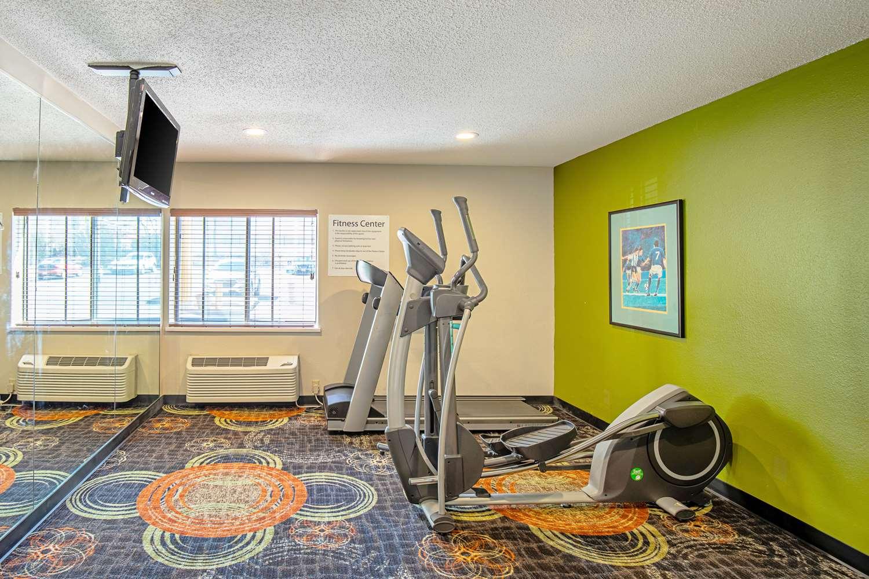 Fitness/ Exercise Room - Quality Inn Milwaukee