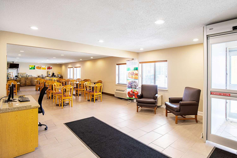 Lobby - Quality Inn Milwaukee