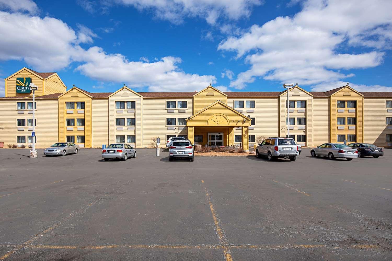Exterior view - Quality Inn Milwaukee