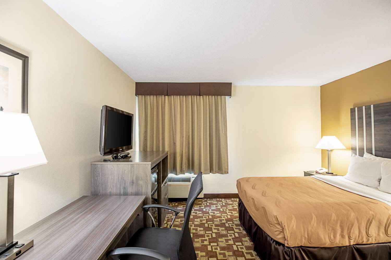 Room - Quality Inn Milwaukee