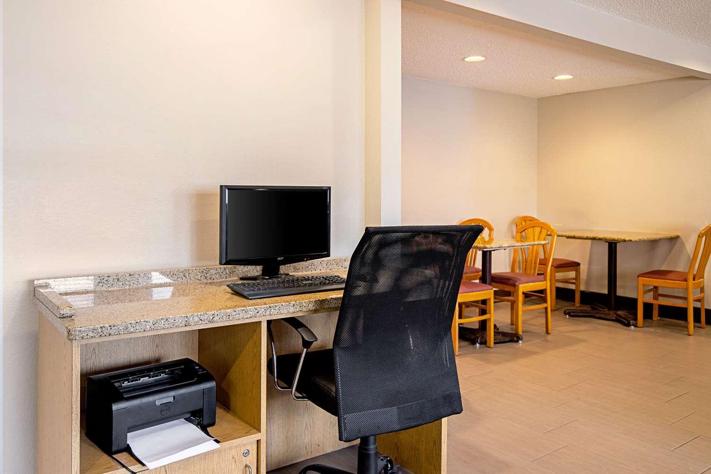 Conference Area - Quality Inn Milwaukee