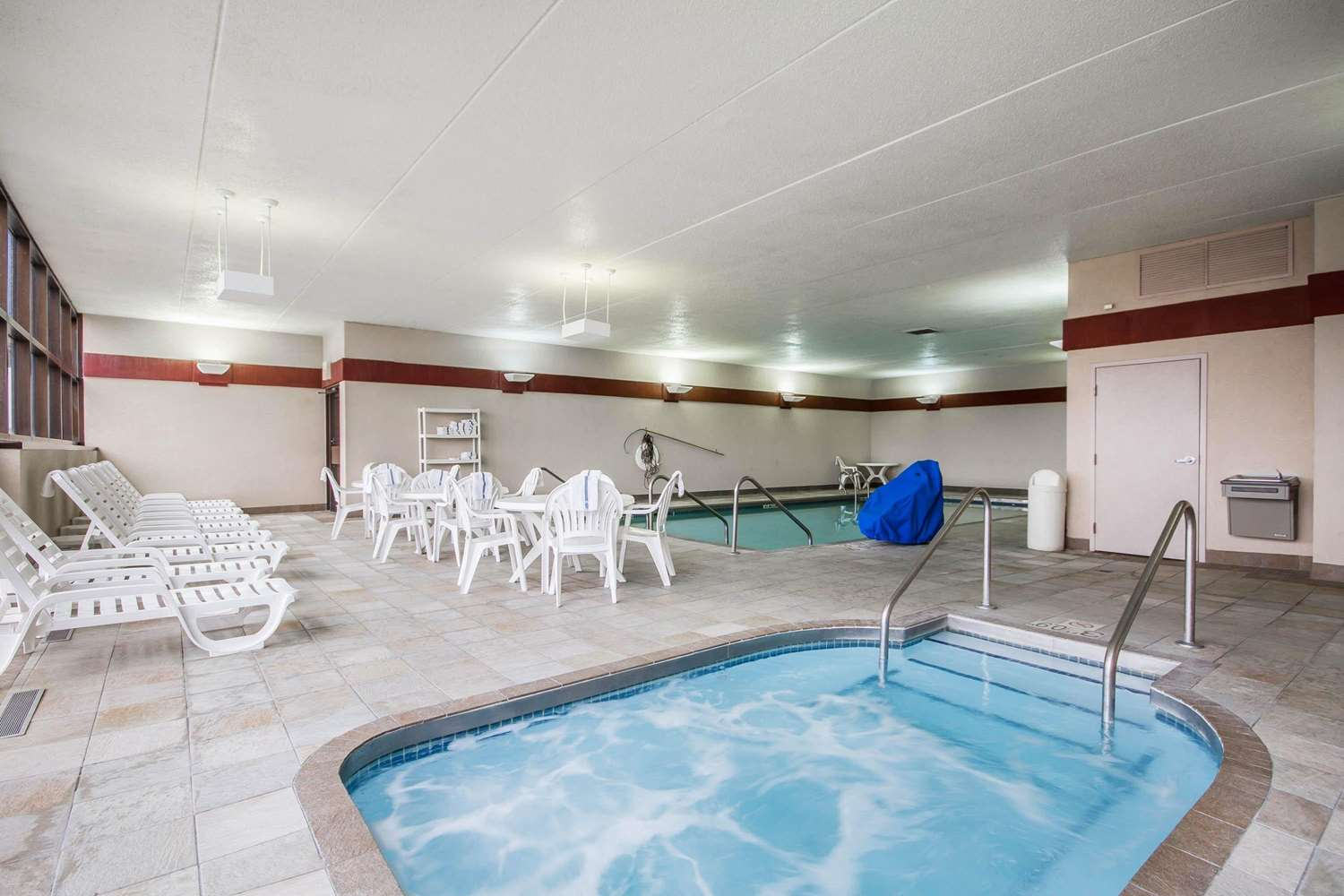 Pool - Comfort Inn & Suites Madison