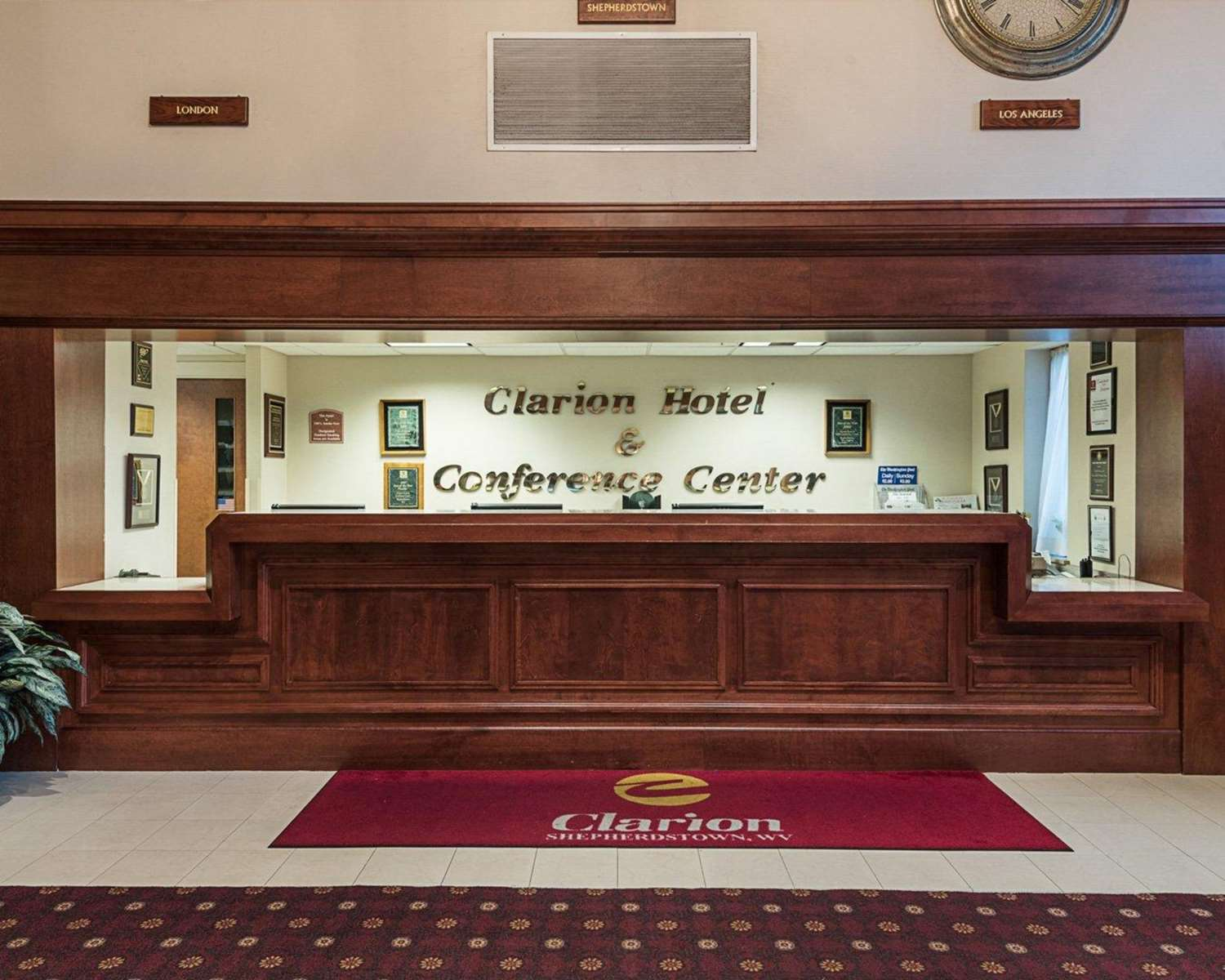 Lobby - Clarion Hotel & Conference Center Shepherdstown