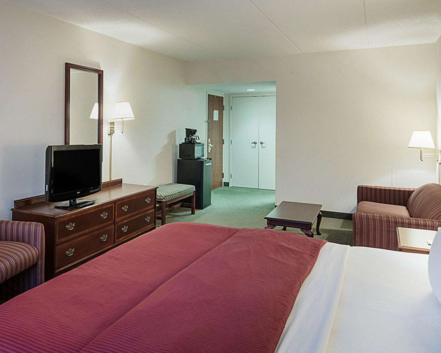 Room - Clarion Hotel & Conference Center Shepherdstown