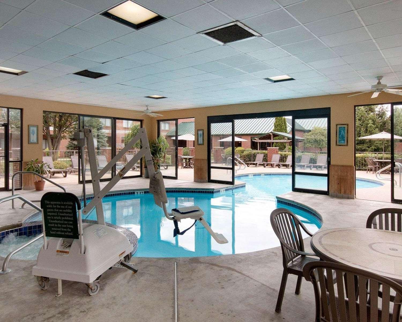 Pool - Comfort Suites Mineral Wells
