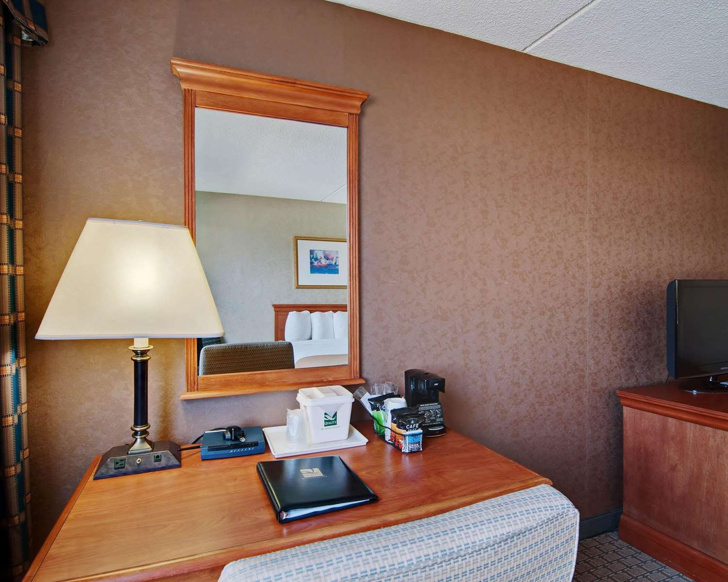 Room - Quality Inn Beckley