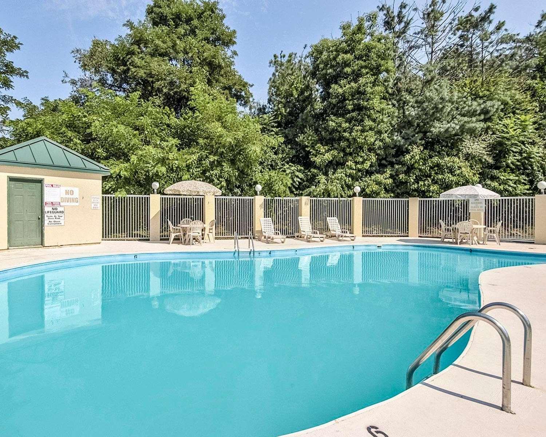 Pool - Comfort Inn Beckley