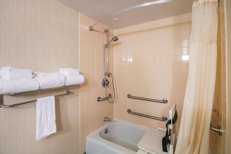 Suite - Clarion Inn Fairmont