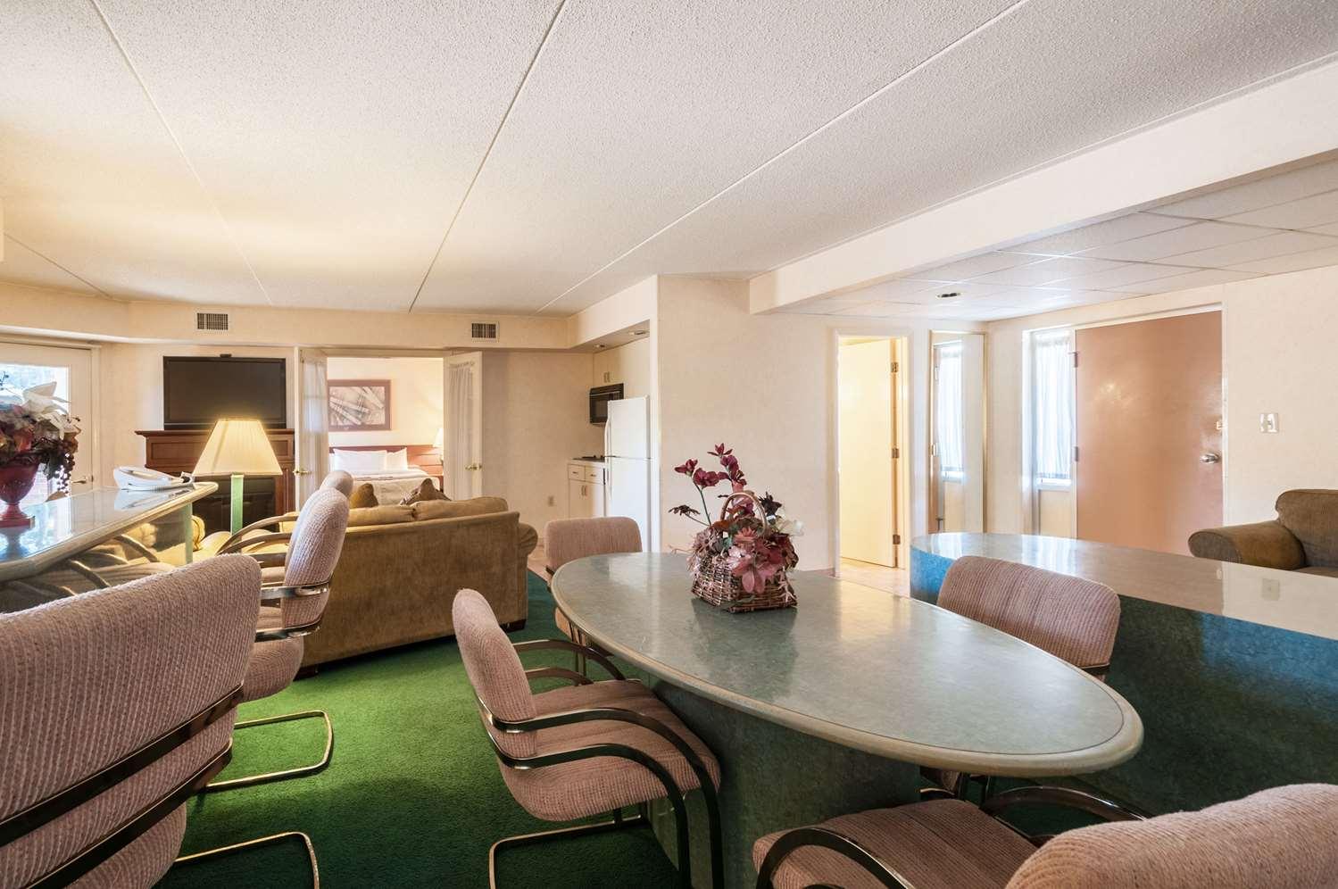 Suite - Rodeway Inn Charles Town