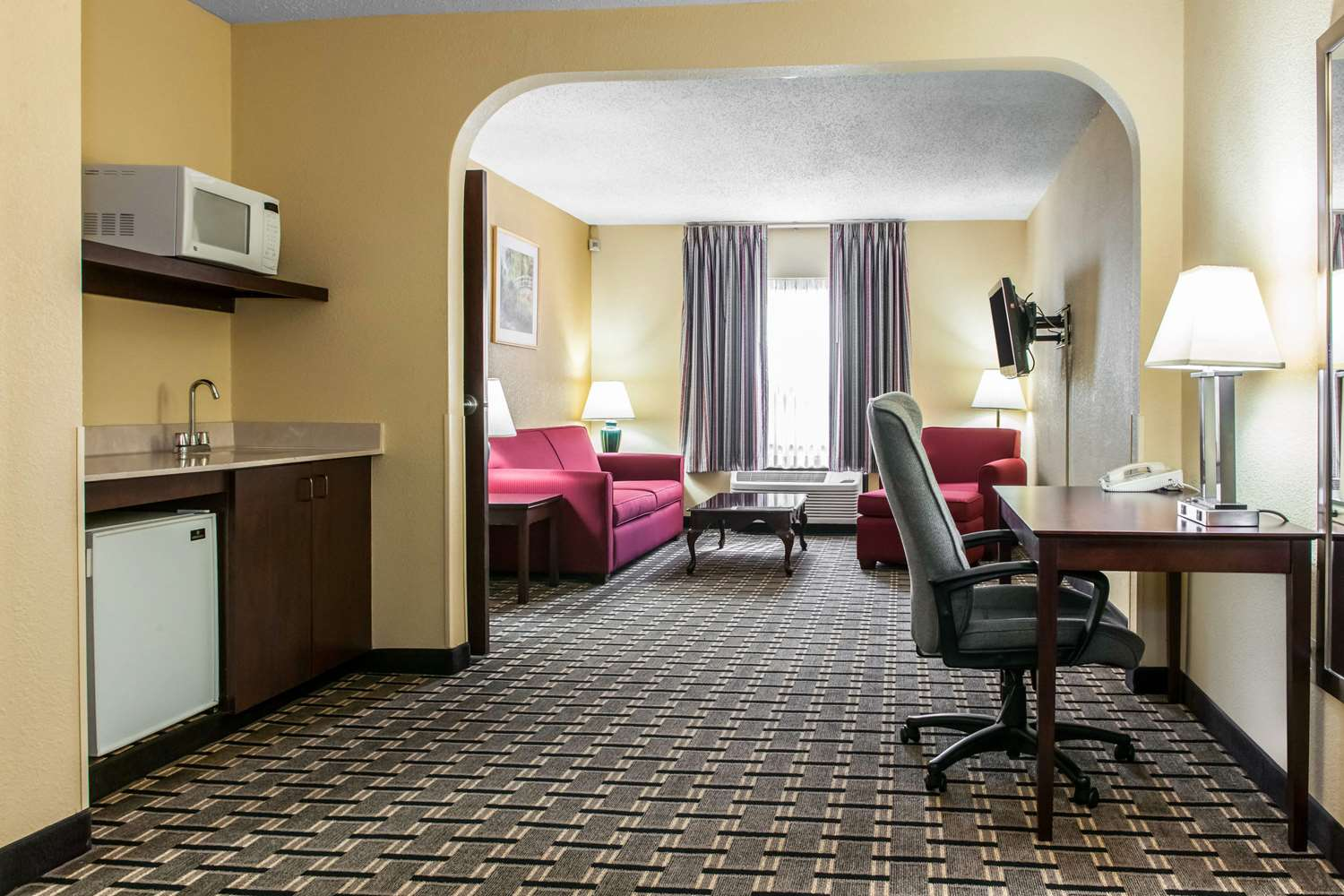 Suite - Clarion Inn & Suites Northwest Indianapolis