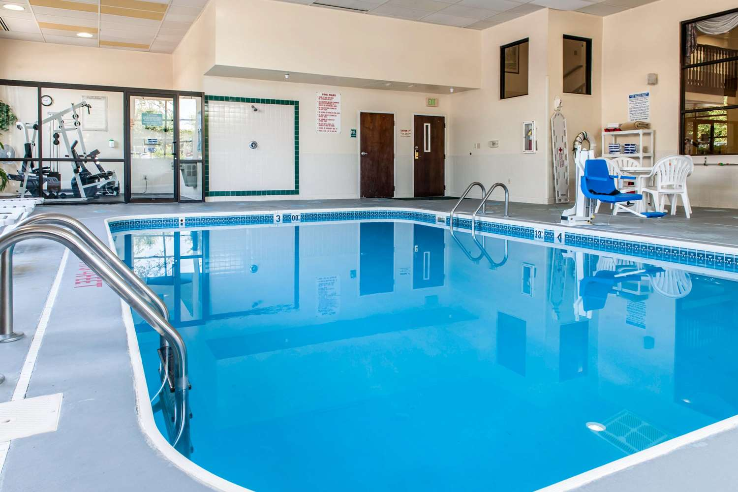 Pool - Clarion Inn & Suites Northwest Indianapolis