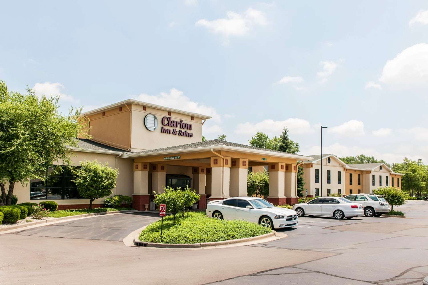 Exterior view - Clarion Inn & Suites Northwest Indianapolis