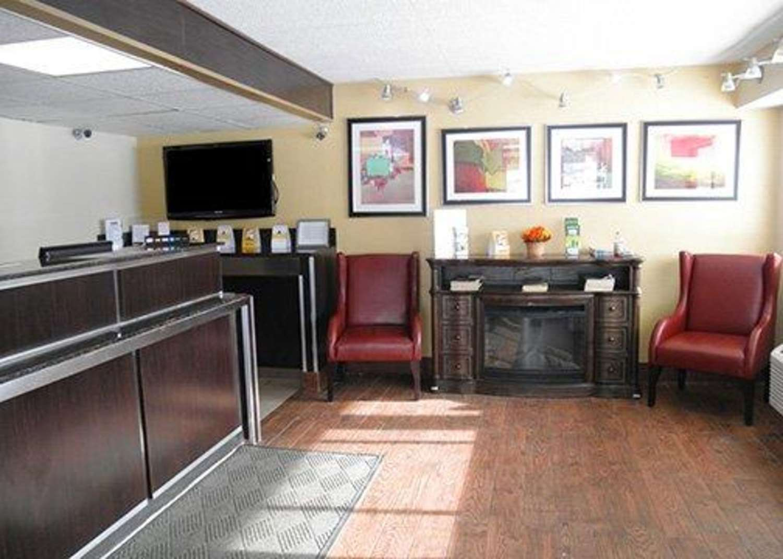 Lobby - Rodeway Inn Fort Wayne