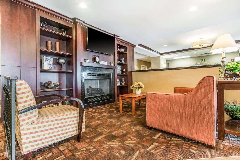 Lobby - Quality Inn & Suites Lawrenceburg