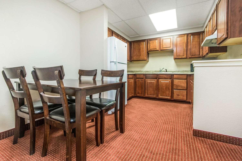 Room - Quality Inn & Suites Lawrenceburg