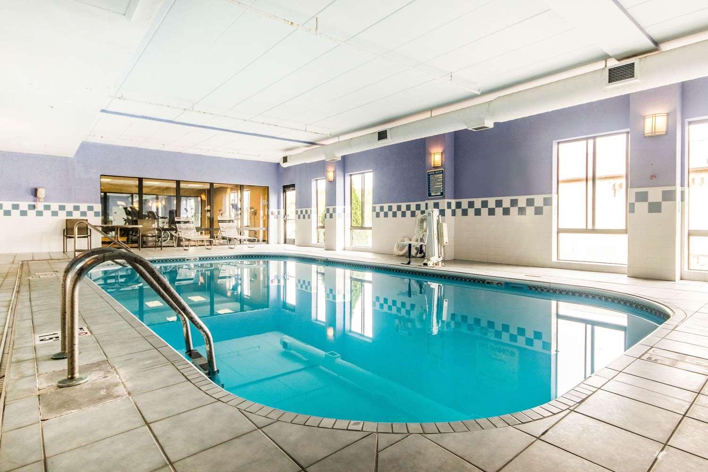Pool - Quality Inn & Suites Lawrenceburg