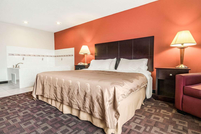 Suite - Quality Inn & Suites Lawrenceburg