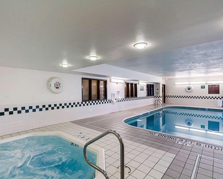 Pool - Comfort Inn East Wichita