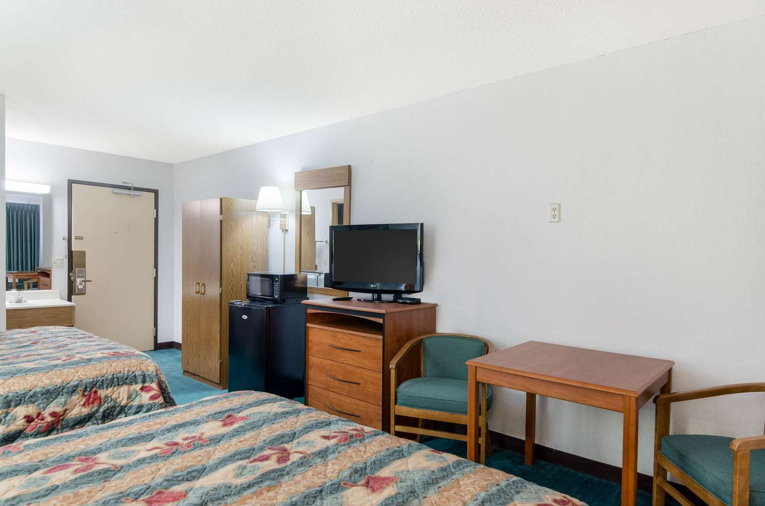 Room - Econo Lodge Emporia