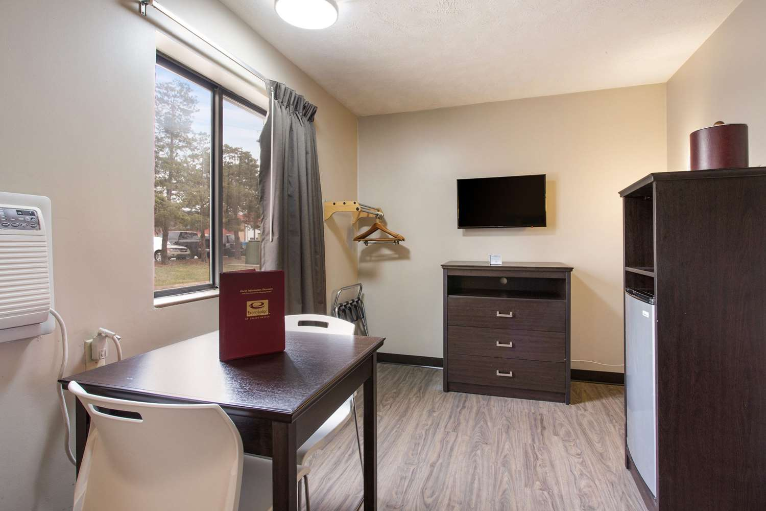 Room - Econo Lodge Olathe
