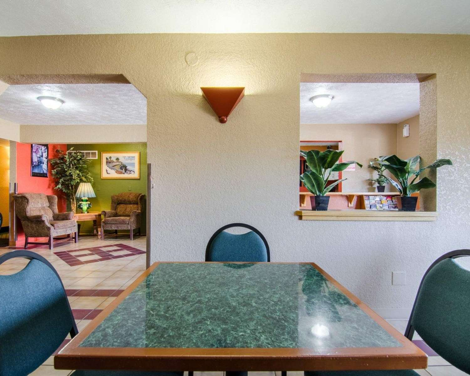 Restaurant - Econo Lodge Ottawa