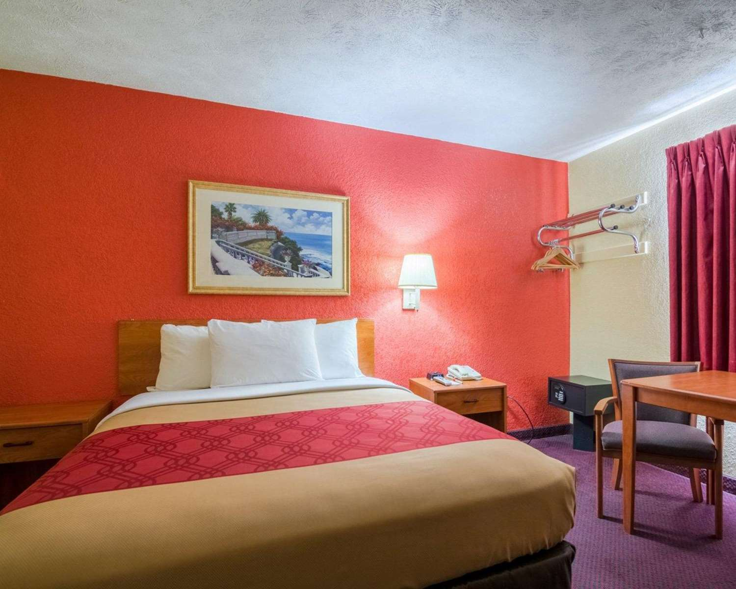 Room - Econo Lodge Ottawa
