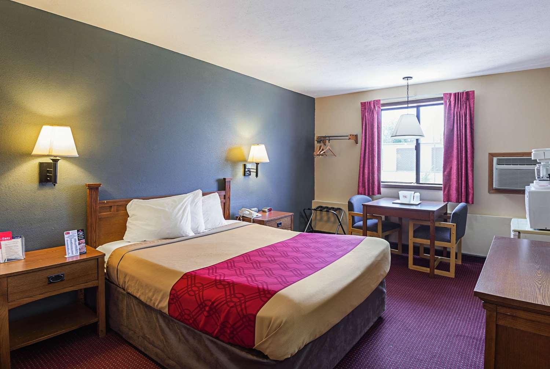 Room - Econo Lodge Junction City