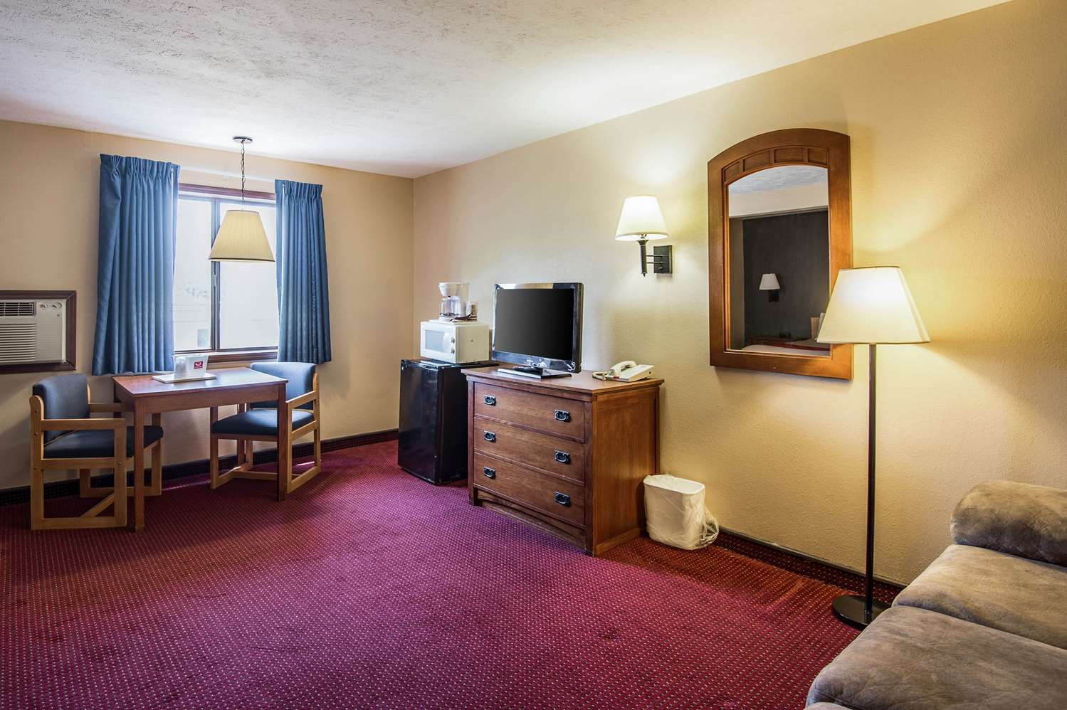 Suite - Econo Lodge Junction City